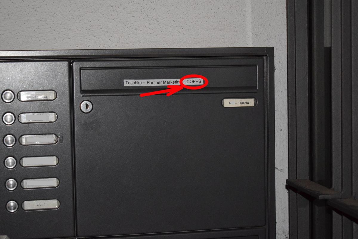 """Vertrauenserweckend? So fanden wir das """"Firmenschild"""" der  Copps GmbH vor."""